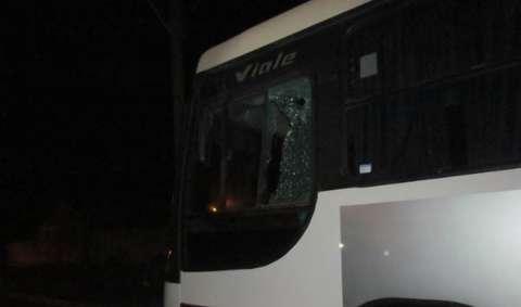 Ônibus é incendiado e outro apedrejado em Três Lagoas
