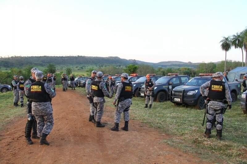 Além do Exército, dezenas de agentes da Força Nacional estão na área de conflito (Foto: Marcos Ermínio)