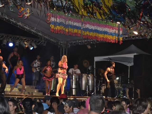 Banda anima o público, mas alguns preferem o carnaval com som automotivo e cada um ouvindo o seu tipo de música.(Foto: Wendell Reis)