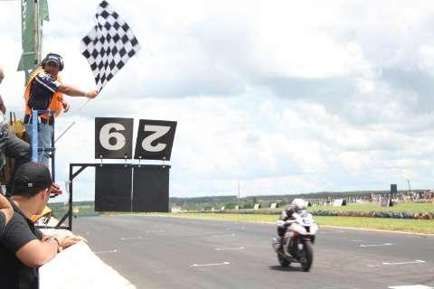 Piloto argentino fica em terceiro e conquista bicampeonato na Capital