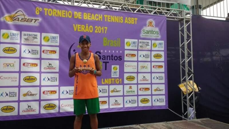 Cleidson Arce com seu troféu (Foto: Arquivo Pessoal)