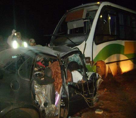 Carro ficou destruído na colisão. (Foto: O Chapadense)