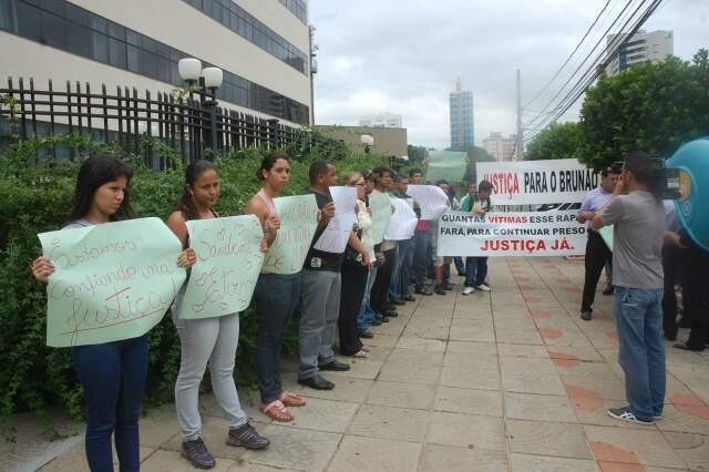 Família e amigos de Brunão já fizeram várias manifestações, a primeira delas em frente ao Fórum da Capital. (Foto: Ítalo Milhomem)