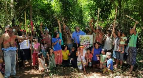 Índios dizem temer ataques e denunciam água envenenada