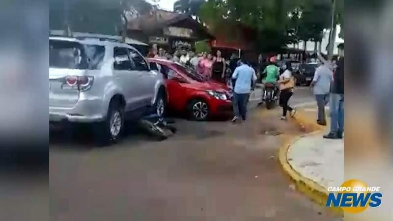 Homem sai vivo de carro crivado de balas em Ponta Porã