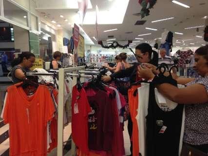 Shoppings aderem às promoções, mas movimento de vendas é fraco