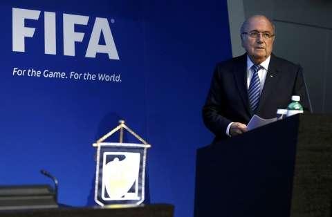 Presidente da Fifa renuncia ao cargo quatro dias depois de ser reeleito