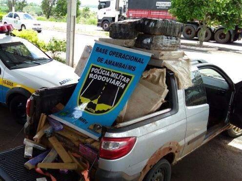 Droga era transportada em veículo com registro de roubo (Foto: Divulgação/PMR)