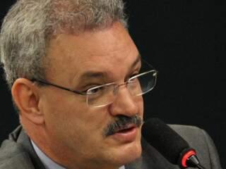Deputado federal Geraldo Resende (PMDB-MS) diz que país vive momento de denuncismo e pede cautela na avaliação de indicado ao Dnit.