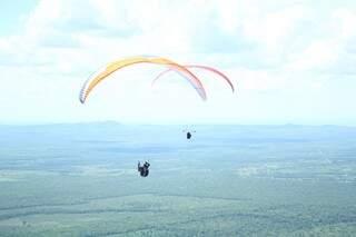 Atletas voaram nos céu de Corumbá durante dois dias  (Foto: Marcos Ermínio)