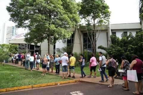 População lota Central do IPTU e prefeitura vai estender atendimento
