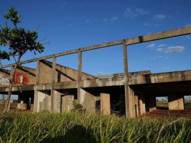 Construção inacabada e abandonada no Polo Empresarial Oeste (Foto: Arquivo/Campo Grande News)