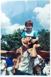 Com o filho Edinho.  (Foto: Arquivo Pessoal)