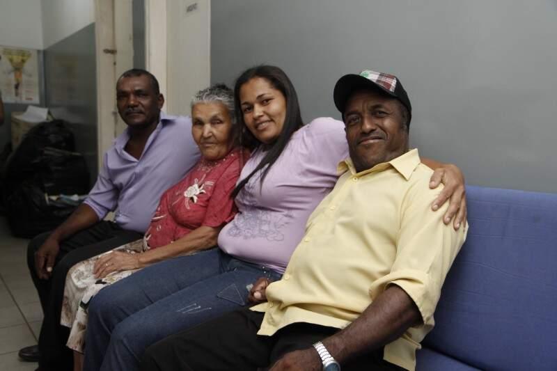 Neta arma reencontro da avó com filhos e irmã que não via há 44 anos