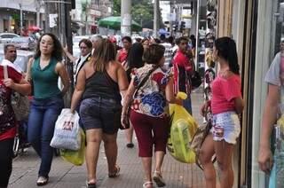 Mesmo com horário estendido, fluxo de compras ainda é fraco (Foto: João Garrigó)