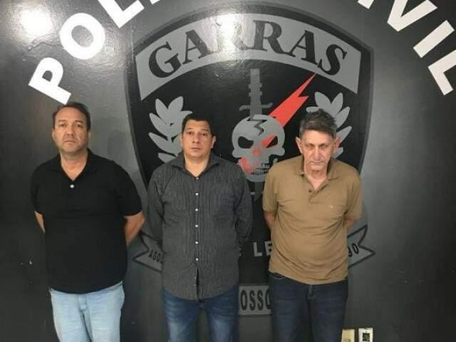 Trio envolvido em golpe preso na sede do Garras em Campo Grande (Foto: Assessoria Polícia Civil)