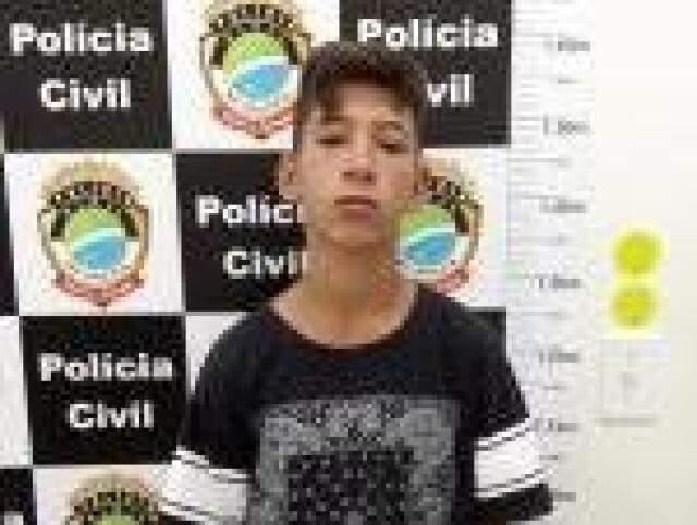 Pedro José de Arruda Pinto, assassinado ontem, em foto tirada em delegacia; ele já havia sido internado em Unei três vezes (Foto: Direto das Ruas)