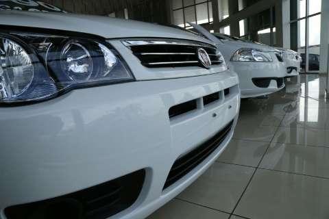 Contrariando previsões, queda na venda de veículos passa dos 20%