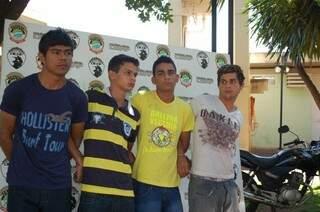 Jovens são presos em operação da Polícia Civil em Campo Grande. (Fotos:Pedro Peralta)