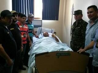 O inspetor Hernan Fernández foi levado consciente para o hospital. (Foto: Direto das Ruas)