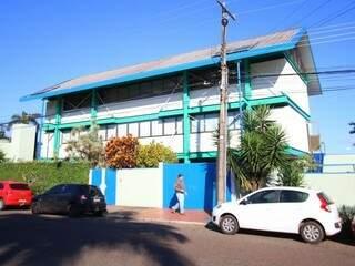 Construída em 1997, casa colorida é harmonia projetada por Jurandir Nogueira