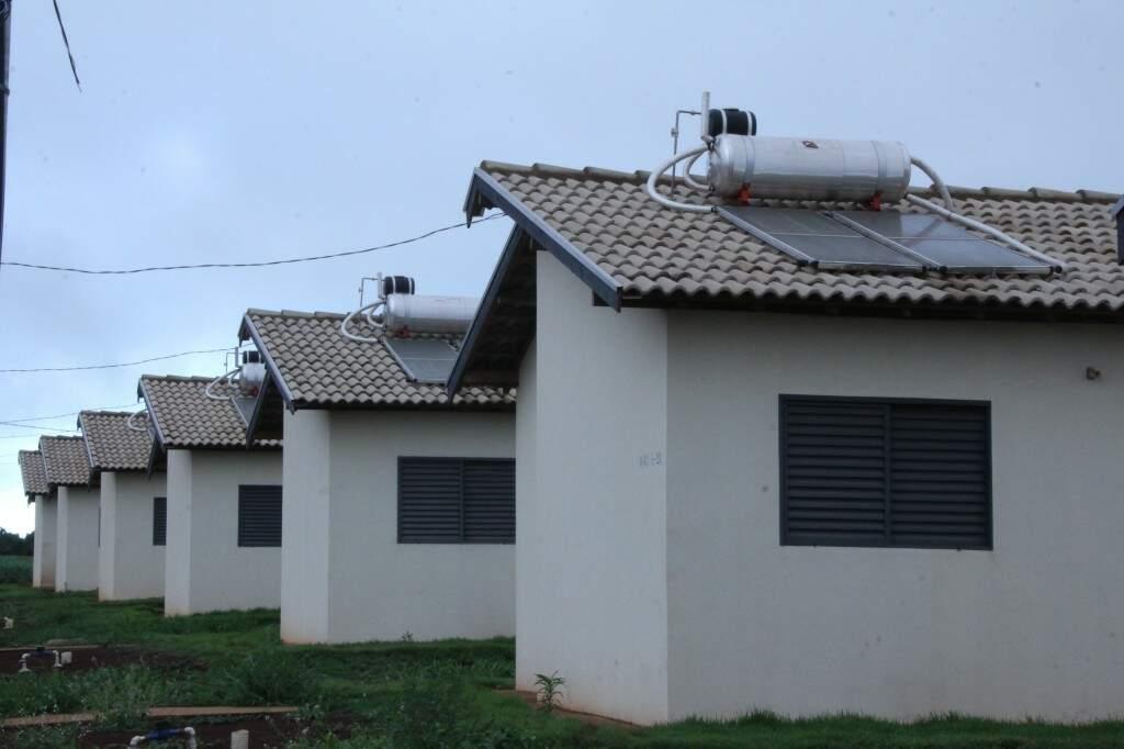 Conjunto de casas populares em construção na cidade de Aral Moreira (Foto: Edemir Rodrigues)