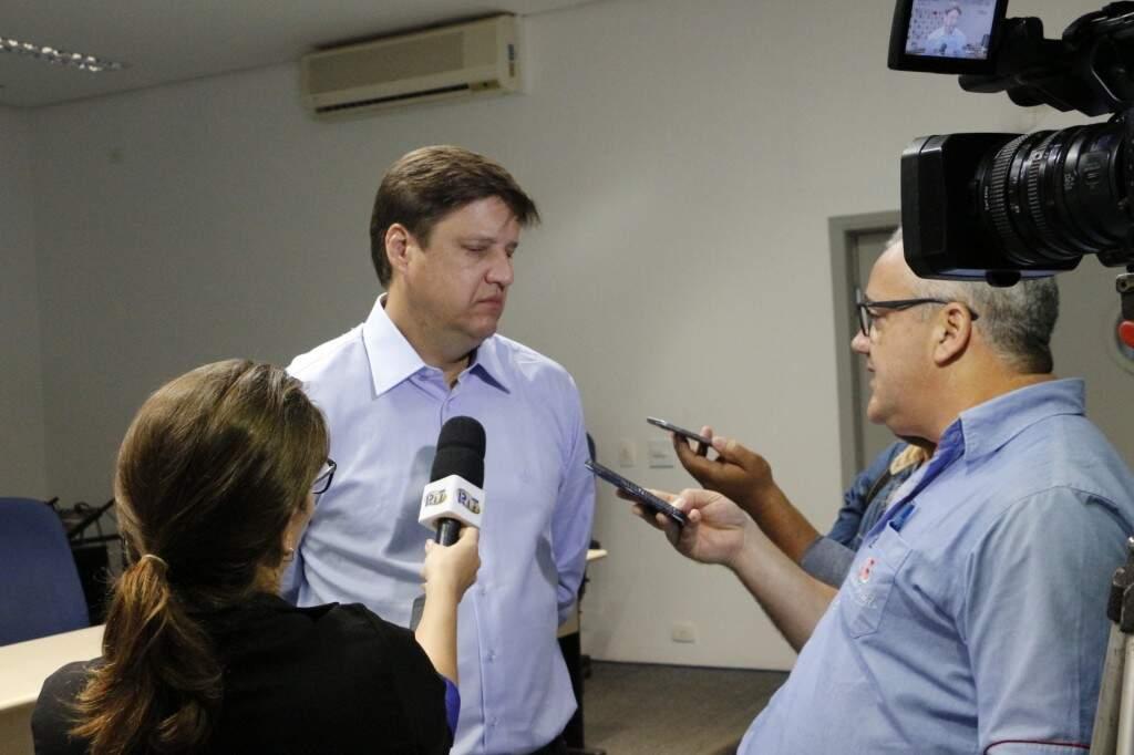 Delegado Luiz Carlos Porto veio de Brasília para tentar acordo com índios (Foto: Helio de Freitas)
