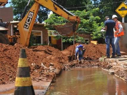 Prefeitura tapa buracos e resolve problema antigo de comerciantes