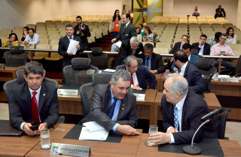 Deputados fazem acordo em prazo de entrega de emendas e votação da LDO (Foto: Roberto Higa/ALMS)