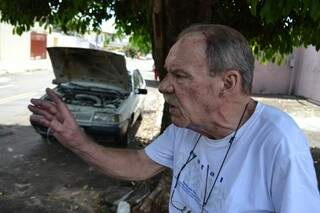 O aposentado João Heemann foi taxado como herói pelo Corpo de Bombeiros (Foto: Pedro Peralta)