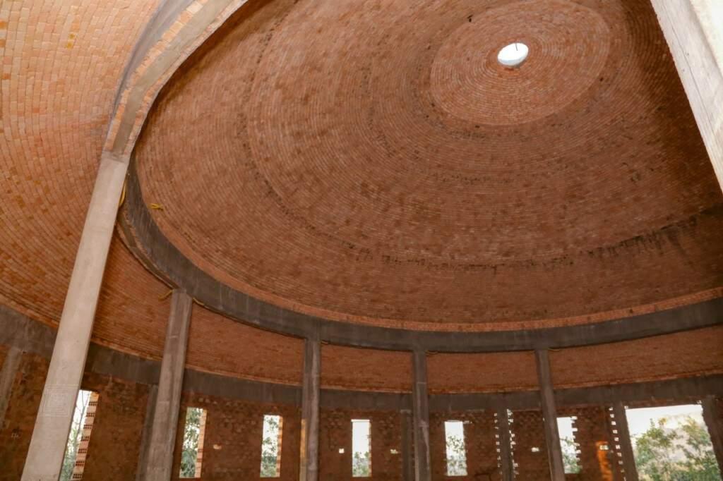Casa do ET Bilu, que como todas as outras construções, tem formato circular, feita para resistir as intempéries (Foto: Kísie Ainoã)