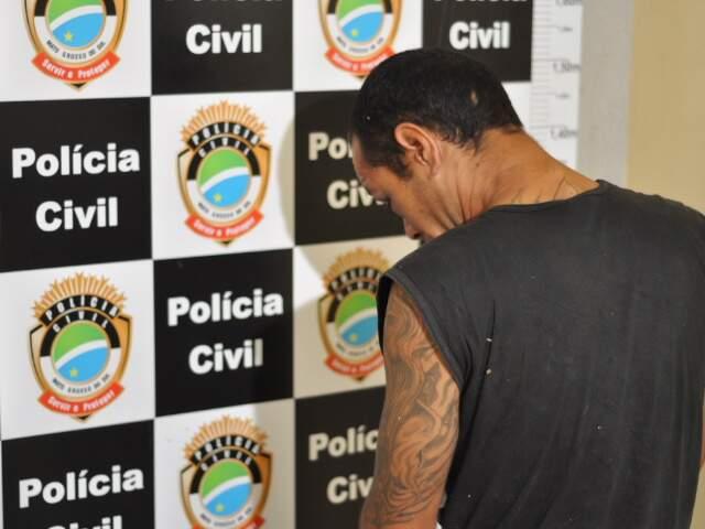 Edson Salinas ficou com escoriações pelo corpo ao ser agredido quando tentava roubar uma moto. (Foto: Marlon Ganassin)
