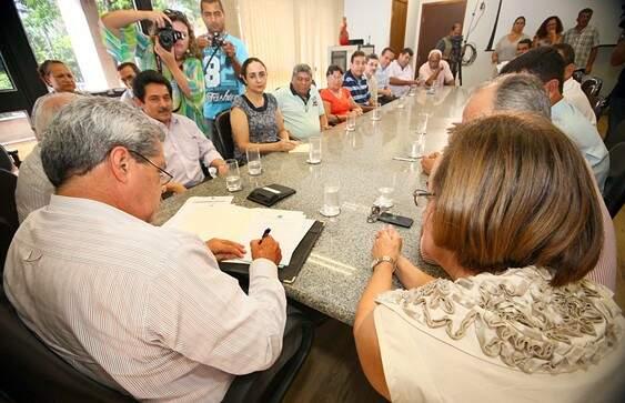 André Puccinelli assinou a lai na tarde de hoje (foto: divulgação)