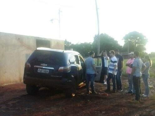 Dois dos 4 ocupantes do veículo conseguiram escapar. (Foto: Porã News)