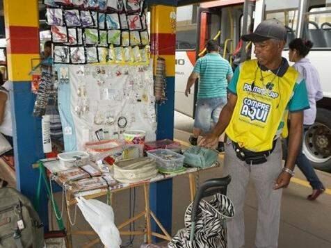 Ambulantes podem se inscrever no processo para obter autorização e exercer legalmente o comércio na área interna dos terminais (Foto: divulgação)