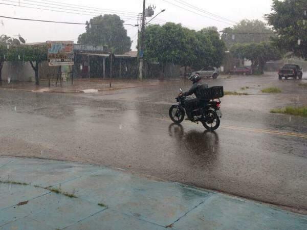 Chuva nas Moreninhas durou cerca de 40 minutos (Foto: Adriano Fernandes)