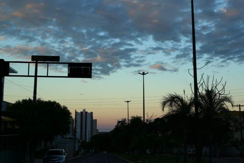 Manhã nublada em Campo Grande com mínima de 21ºC. (Foto: André Bittar)