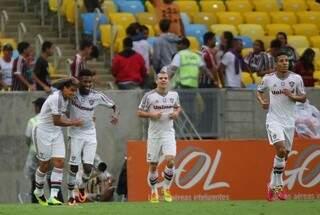 Jean festeja gol e vitória suada contra os reservas do São Paulo (Foto: Agência Photocamera)