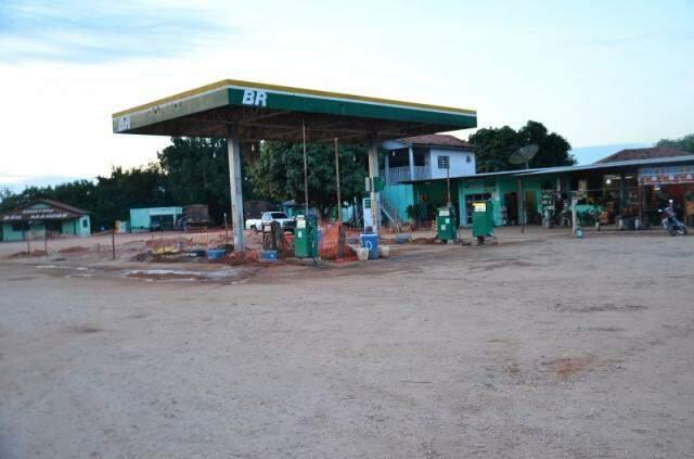 """No posto de combustíveis, clientes podem abastecer e pagar com o """"Dourado""""."""