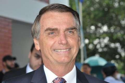 Bolsonaro pergunta pelo movimento LGBT e provoca homossexuais e OAB