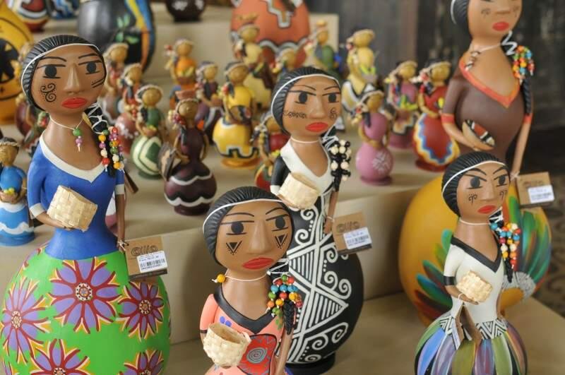 Peças trazem cultura indígena (Foto: Alcides Neto)