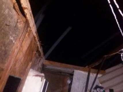 Após chuva, vídeo mostra destruição e situação de abandono em favela