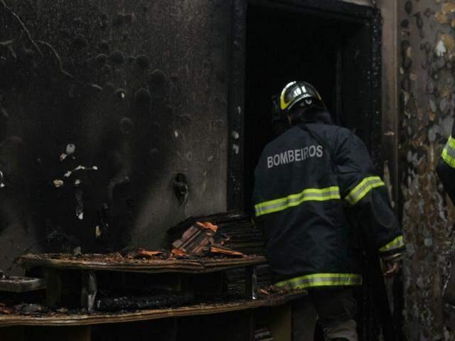 O imóvel estava trancado, segundo moradores vizinhos do local. (Foto: Alcides Neto)