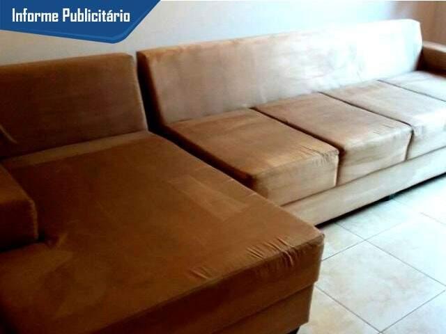 Sofá fica como novo após higienização da WW Limpeza de Estofados.