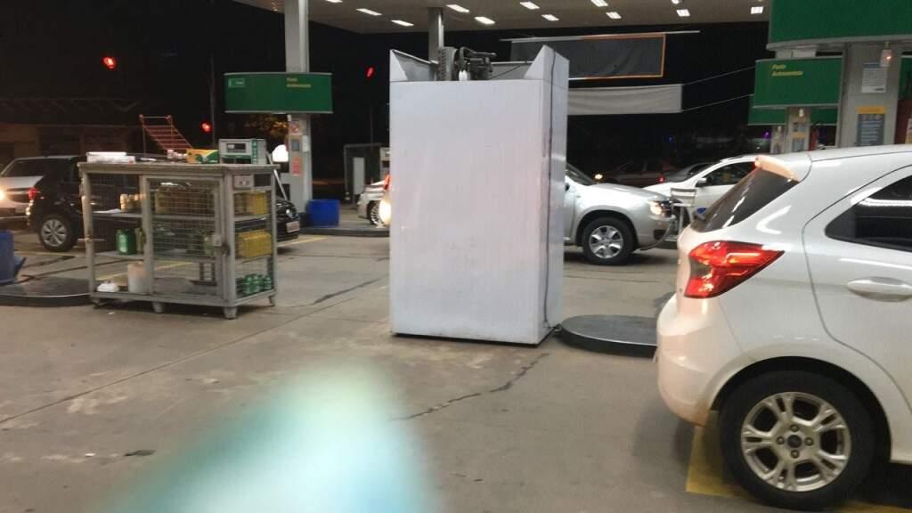 No bairro Autonomista, posto de gasolina representante da Petrobras não tem gasolina, desde as 20h30. (Foto: Direto das Ruas)