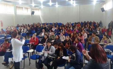 Na volta às aulas após férias de julho, professores decidem manter greve