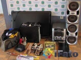 A polícia recuperou parte dos pertences roubados. (Foto:Ifato)