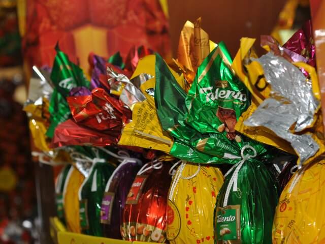 Venda de produtos típicos de Páscoa, como os ovos de chocolate, deve ter faturamento maior este ano. (Foto: Marlon Ganassin)