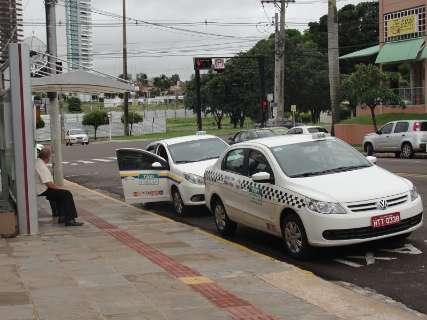 Procura aumenta 60% e moradores reclamam da falta de táxi na Capital
