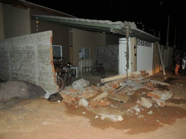 Acidente ocorreu na madrugada deste sábado (Foto: Radio Caçula)